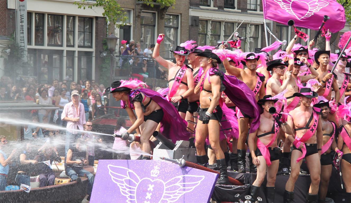 Amsterdã é palco de maior parada gay da Holanda